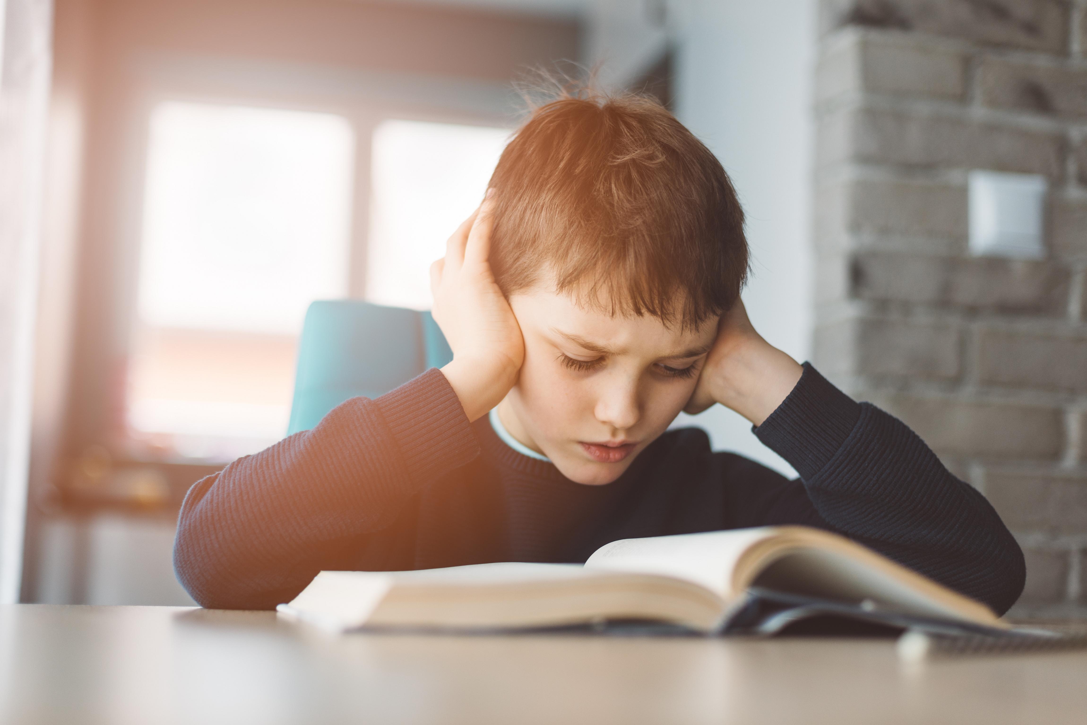 Pomóż dziecku pokonać problemy z nauką latem!